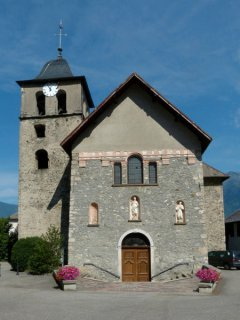 L'église St-Martin de Chamoux: clocher roman, église baroque. Photo A.Dh.