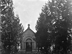 la chapelle funéraire (photo sur plaque Léon Vidone, fonds J.A.)